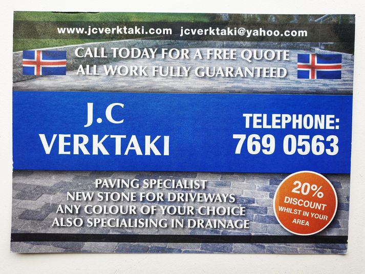 Auglýsingamiðinn sem verktakarnir dreifðu í hús í hverfi í Reykjavík í dag.