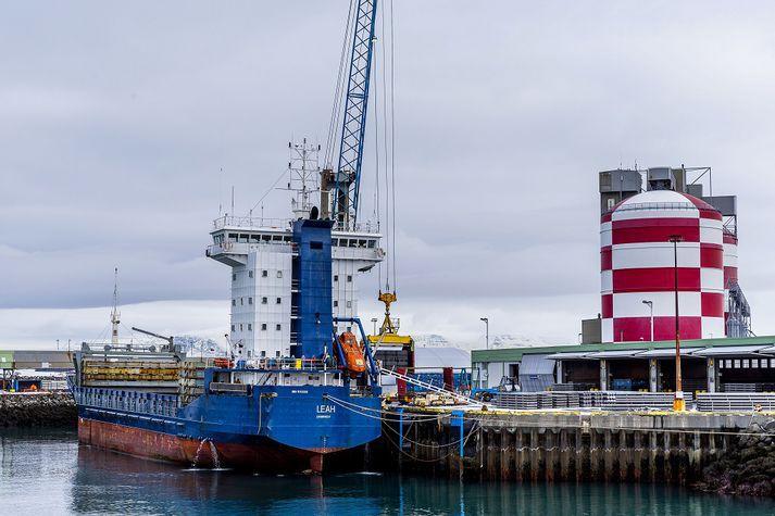 Rio Tinto rekur álverið í Straumsvík.