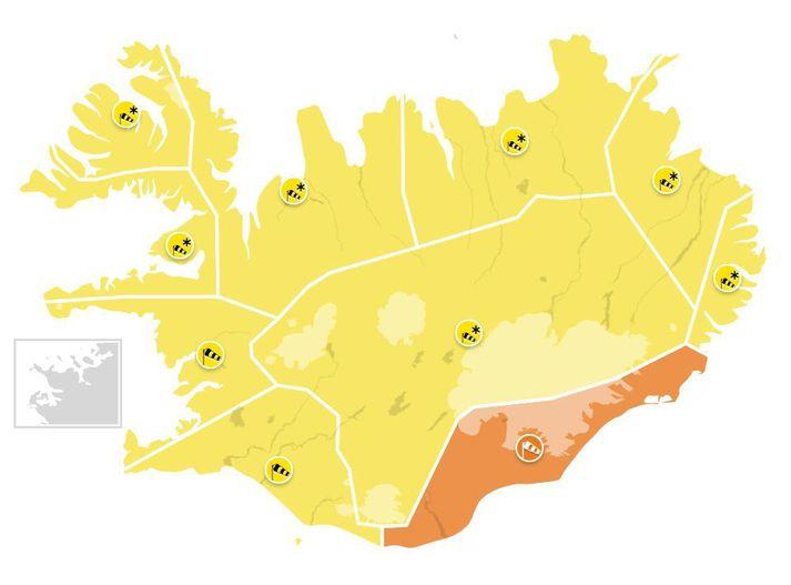 Stormviðvaranir eru í gildi víðast hvar á landinu fram á morgundaginn og sums staðar fram á föstudag.