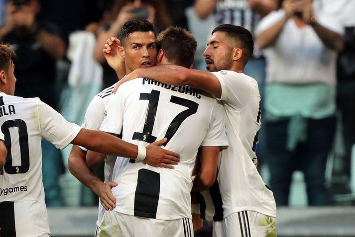 Emre Can og Cristiano Ronaldo fagna marki með Mario Mandzukic.