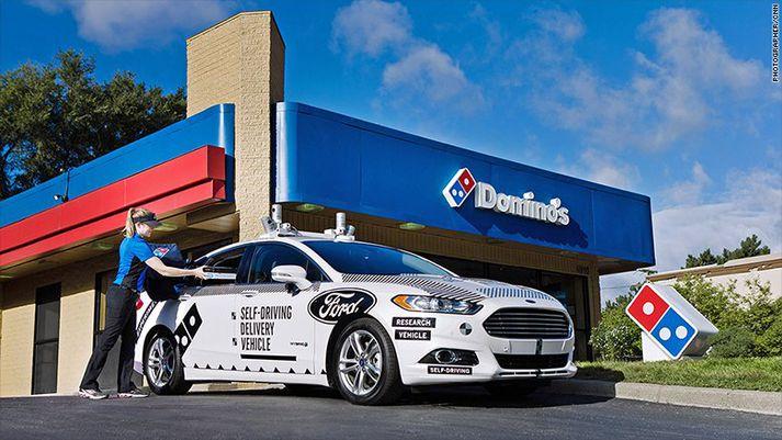 Fyrsti sjálfkeyrandi Domino's-bíllinn er kominn í umferð í Michigan.
