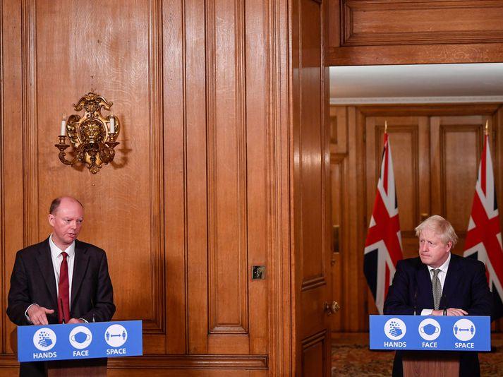 Chris Whitty, landlæknir Englands, og Boris Johnson forsætisráðherra Bretlands.