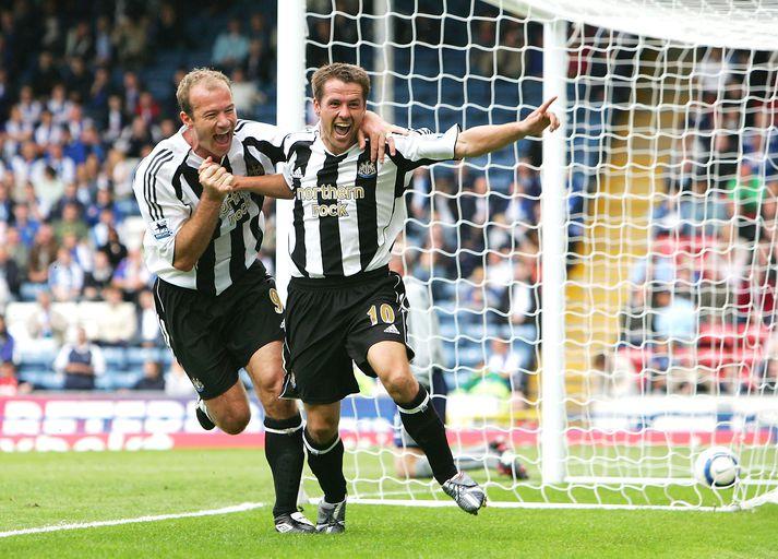 Shearer og Owen fagna marki með Newcastle United.