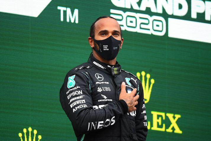 Lewis Hamilton fagnar sínum sjöunda heimsmeistaratitli í Formúlu 1 sem hann vann í Tyrklandi um þarsíðustu helgi.
