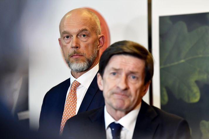 Karlson, starfandi forstjóri Swedbank, (t.v.) og Idermark, fráfarandi stjórnarformaður, (t.h.) á ársfundi bankans í síðustu viku.