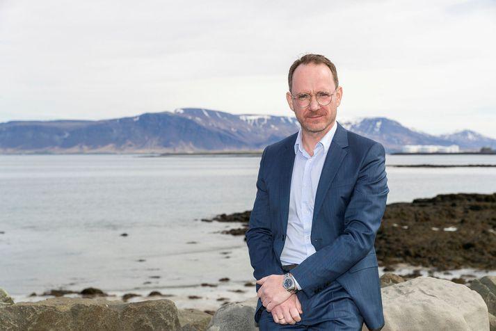 Páll Winkel, fangelsismálastjóri, hefur áhyggjur af mikilli einangrun og iðjuleysi fanga vegna hertra sóttvarnaraðgerða.
