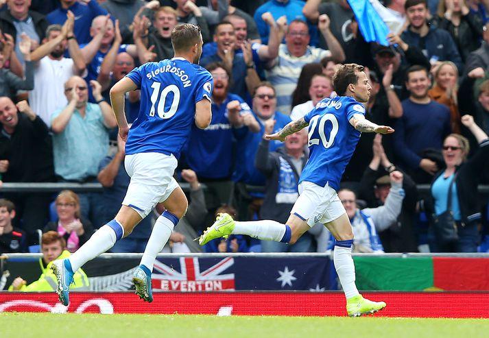 Gylfi og Bernard fagna sigurmarki Everton.