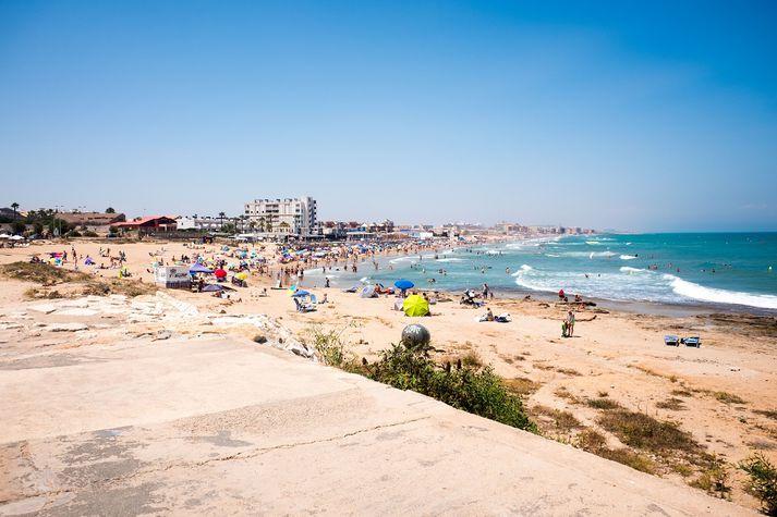 Fólkið er í fríi í Alicante en var fært í einangrun í Torrevieja.