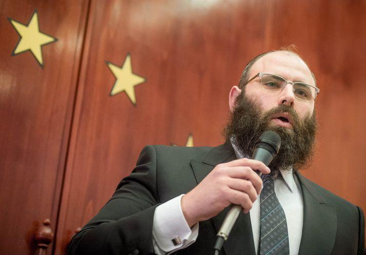 Rabbíninn Menachem Margolin segir uppboð nasistamuna löglegt en siðlaust.