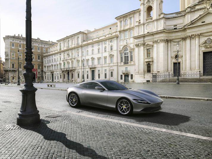 Ferrari Roma hefur fallega blöndu af mjúkum og skörpum línum.