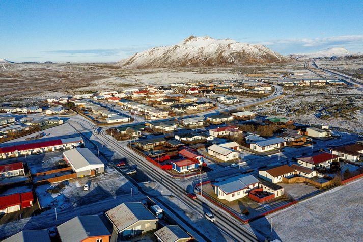 Grindavík með fjallið Þorbjörn í baksýn. Myndin var tekin í vetur þegar jarðhræringar hófust á svæðinu.