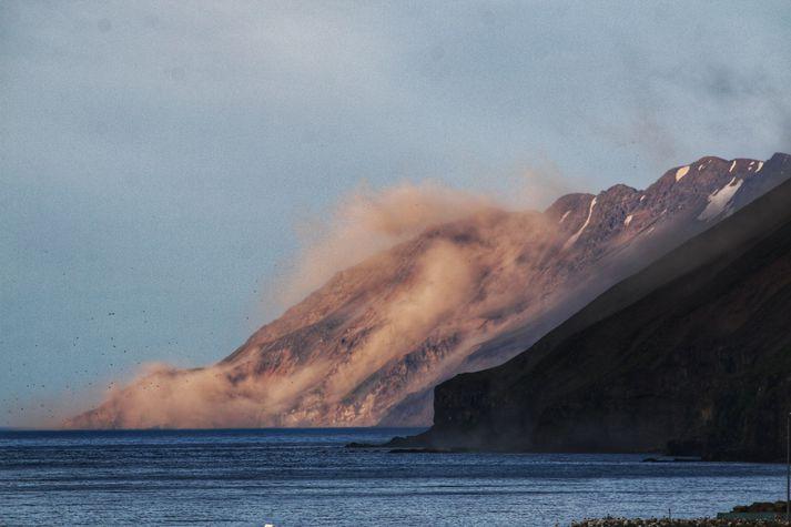 Á þessar mynd sem tekin er í Ólafsfirði sést umfang grjóthruns eftir jarðskjálftann í kvöld.