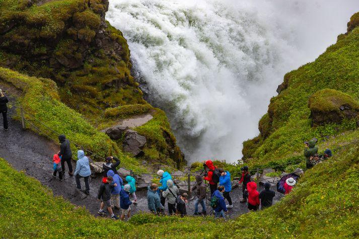 Fækkun ferðamanna á Norður- og Austurlandi er verulegt áhyggjefni fyrir ferðaþjónstufyrirtæki á landsbyggðinni og þjóðarbúið í heild sinni.
