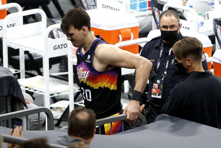 Dario Saric spilar ekki meira með Phoenix Suns liðinu í þessari úrslitakeppni.