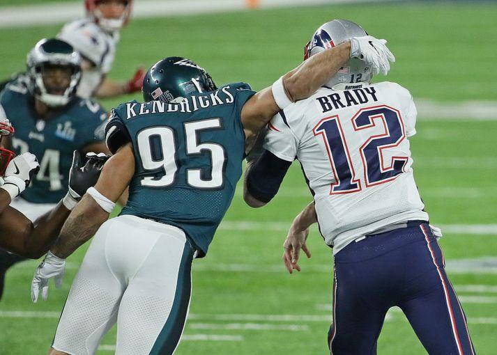 Kendricks þjarmar hér að Tom Brady í Super Bowl í febrúar.