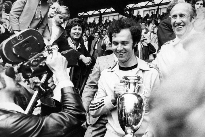 Fyrirliðinn Franz Beckenbauer með EM-bikarinn eftir sigur Vestur-Þýskalands í úrslitaleiknum 1972.