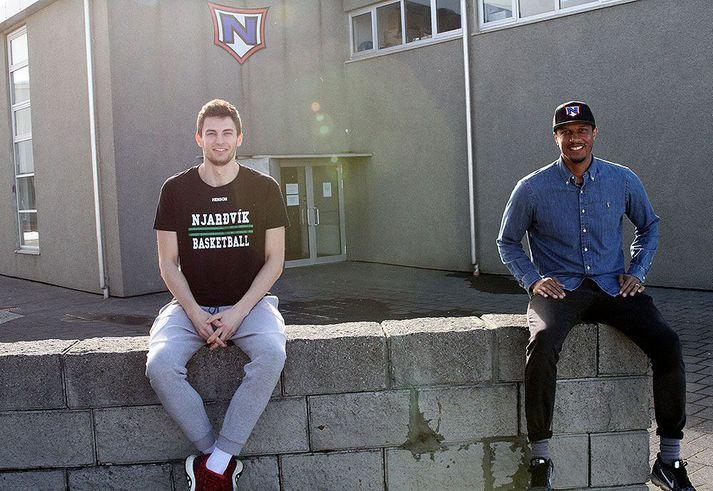 Menn í Njarðvík eru vel með á nótunum hvað varðar tveggja metra regluna.