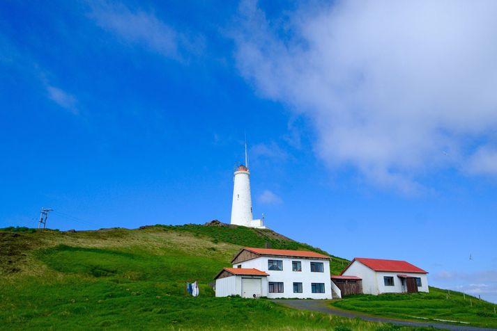 Reykjanesviti. Skjálftinn í nótt varð vestsuðvestur af Reykjanestá.