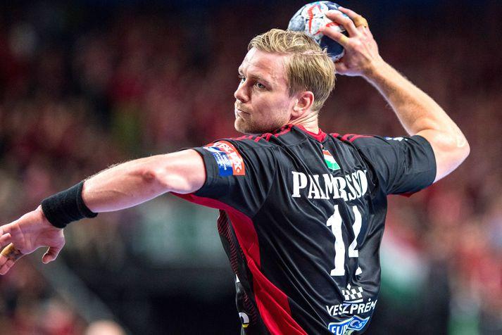 Aron Pálmarsson er ekki að spila handbolta þessa dagana en það horfir til betri vegar.