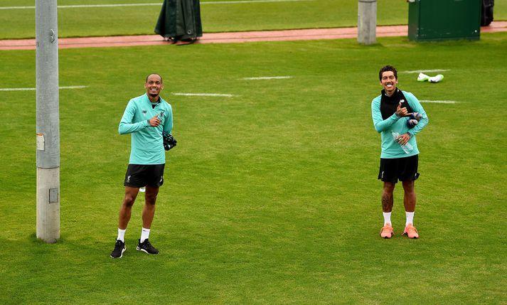 Fabinho og Roberto Firmino, Brasilíumennirnir hjá Liverpool, mega núna takast á á æfingum.