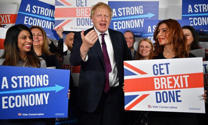 Líklegt þykir að Boris Johnson verði áfram forsætisráðherra Bretlands eftir kosningarnar sem fram fara á fimmtudag.