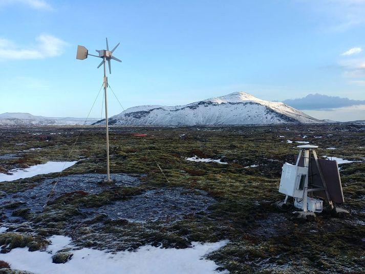 Myndin er af GPS mælastöð Jarðvísindastofnunar HÍ, sem nú skilar gögnum í rauntíma til Veðurstofunnar.