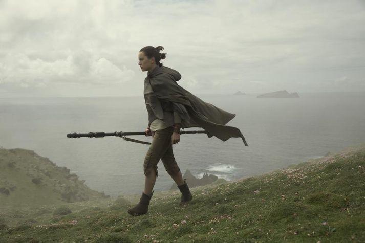 Daisy Ridley í hlutverki sínu sem Rey í The Last Jedi.
