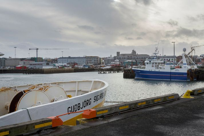 Frá Granda í vesturbæ Reykjavíkur. Skipin tvö á myndinni tengjast ekki árásinni í nótt.