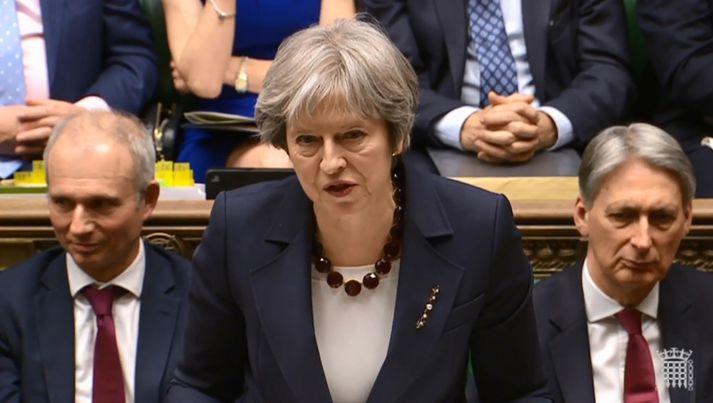 Theresa May, forsætisráðherra Bretlands, segir að erindrekarnir 23 séu í raun njósnarar og þeir hafi viku til að yfirgefa Bretland.
