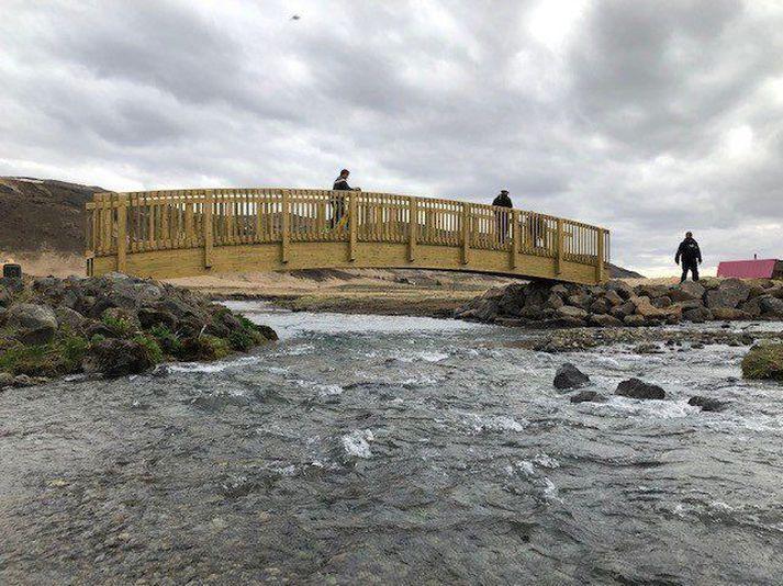 Nowy most nad rzeką Hengladalaá.