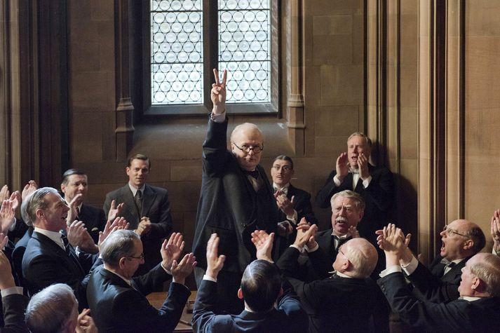 Gary Oldman sýnir stórleik í hlutverki Winstons Churchill.