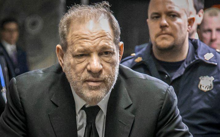 Harvey Weinstein verður í réttarsal næstu tvö mánuðina.
