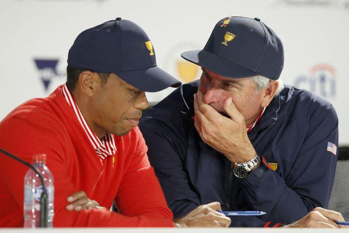 Tiger Woods og Fred Couples voru áhyggjufullir á blaðamannafundi eftir fyrsta daginn.