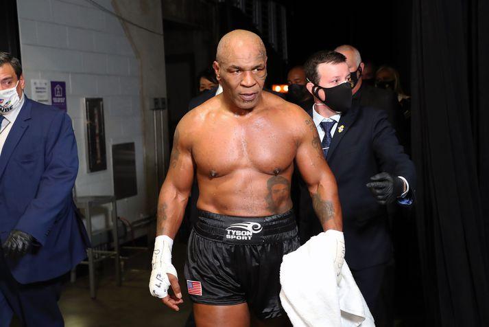 Mike Tyson sneri aftur í hringinn um helgina.
