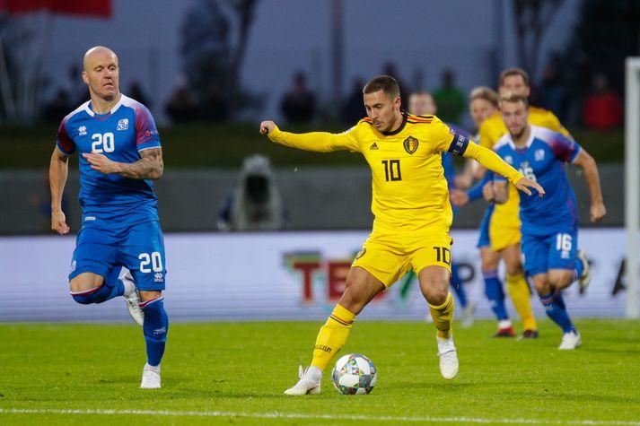 Emil eltir uppi Eden Hazard í kvöld.