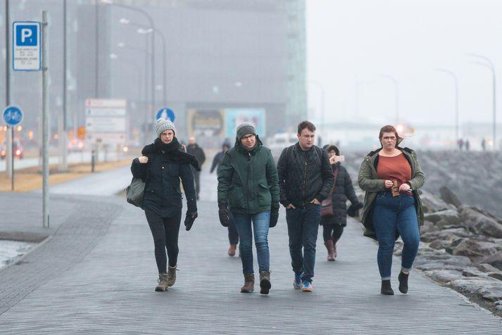 Á sunnudag og í næstu viku lítur út fyrir að hann leggist í norðanáttir og kólni talsvert á öllu landinu.