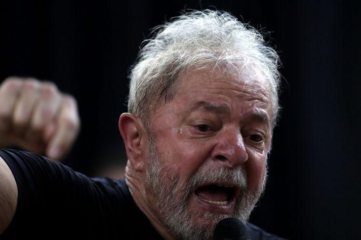 Lula da Silva hóf afplánun tólf ára spillingardóms í apríl. Hann má ekki bjóða sig fram til forseta.