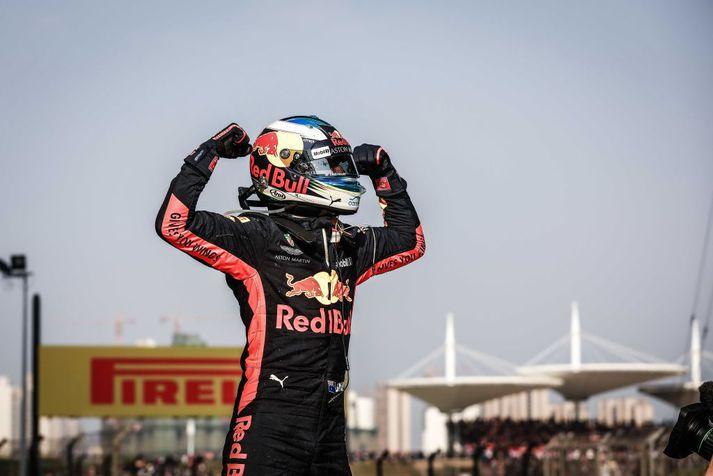 Ricciardo hefur verið í fjögur ár hjá Red Bull. Hann hafði betur í Kína um síðustu helgi gegn mönnunum tveim sem hann gæti tekið við af í lok tímabilsins; Bottas og Raikkonen