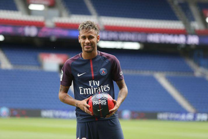 Neymar fær líklegast fyrstu mínútur sínar í PSG-treyjunni um helgina.