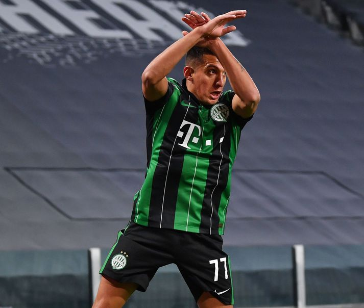 Myrto Uzuni fagnaði eins og Cristiano Ronaldo þegar hann kom Ferencváros yfir gegn Juventus í Meistaradeild Evrópu í gær.