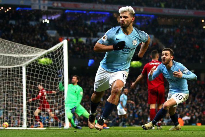 Sergio Agüero fagnar hér marki fyrir Manchester City á móti Liverpool.