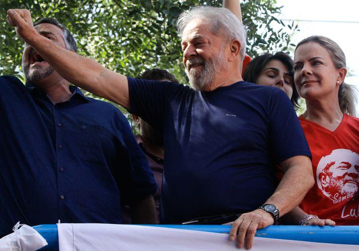 Luis Inácio Lula da Silva þegar hann ávarpaði stuðningsmenn sína í gær.