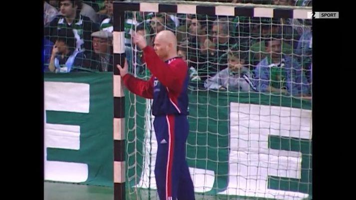 Áhorfendur Sporting Lissabon létu Bjarna Frostason, markvörð Hauka, finna fyrir því.