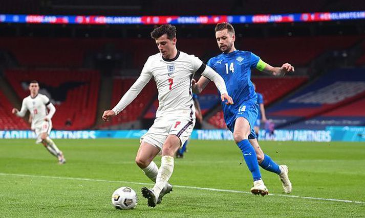 England v Iceland - UEFA Nations League - Group A2 - Wembley Stadium England's Mason Mount (left) and Iceland's Kari Arnason battle for the ball during the UEFA Nations League match at Wembley Stadium, London. (Photo by Neil Hall/PA Images via Getty Images)