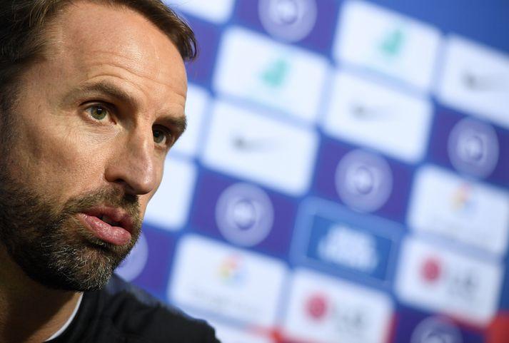 Gareth Southgate og lærisveinar hans fengu leyfi frá UEFA til að fresta blaðamannafundi sem átti að fara fram nú klukkan 18.30.