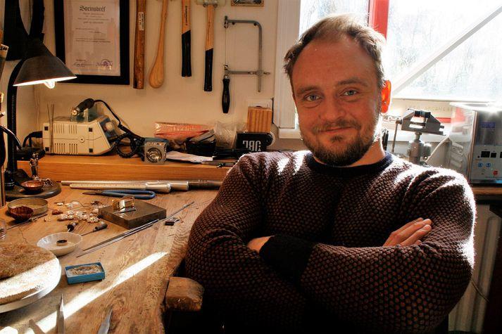 Rúnar Jóhannesson, gullsmiður tekur þátt í sýningu Handverks og hönnunar í Ráðhúsi Reykjavíkur, sem hefst á morgun.