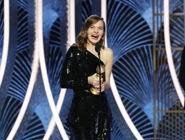 Hildur tekur við Golden Globe-verðlaununum í Los Angeles í nótt.