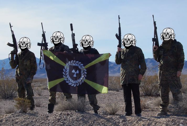 Meðlimir Atomwaffe Division í æfingabúðum í Nevada.