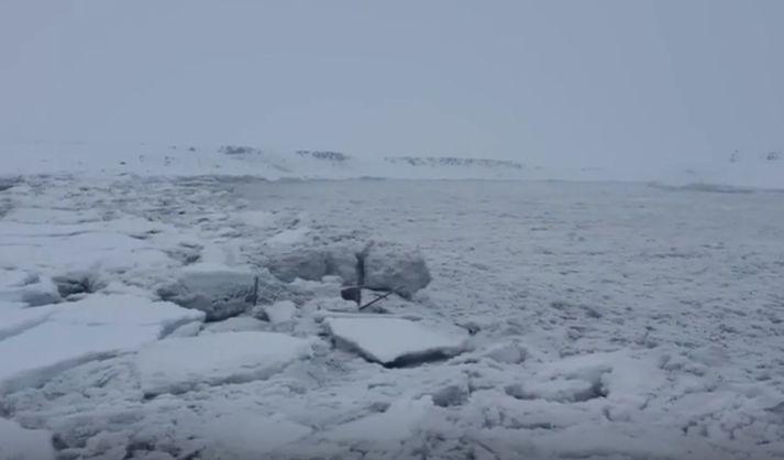Frá vettvangi við Jökulsá á Fjöllum síðdegis í dag.