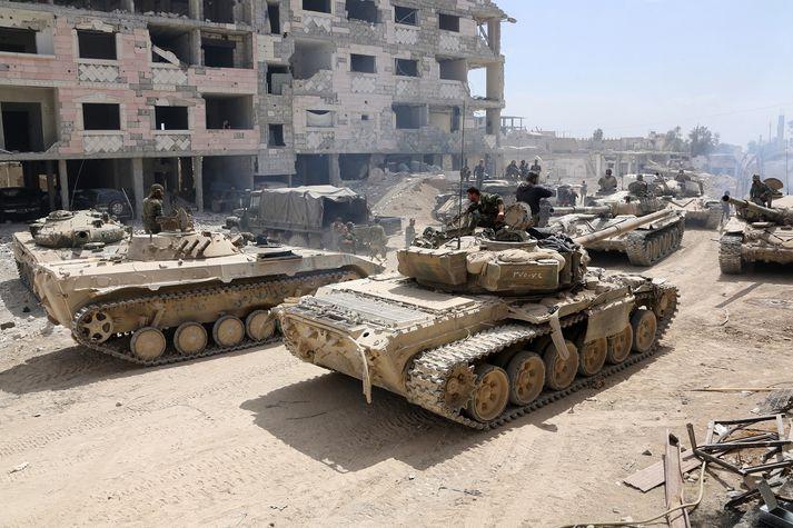 Assad-liðar nærri Douma.